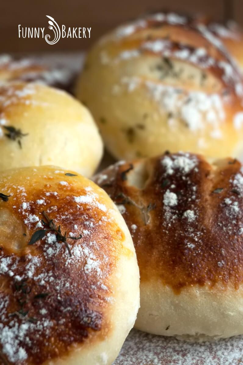 Френски хлебчета с мащерка - четири