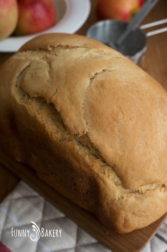 Хляб в хлебопекарна машина - отгоре