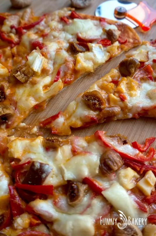 Домашна пица 'Три сирена' - вертикална