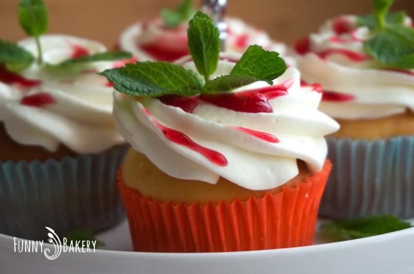 Ванилови кексчета с пресни ягоди