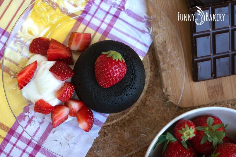 Шоколадово Суфле или иначе казано Лава кейк - отгоре