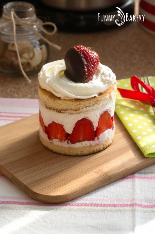 Мини сметанови тортички с ягоди - профил