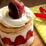 Мини сметанови тортички с ягоди