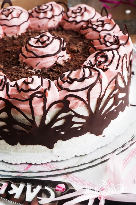 Орехова торта със сладко от черни череши - вертикална