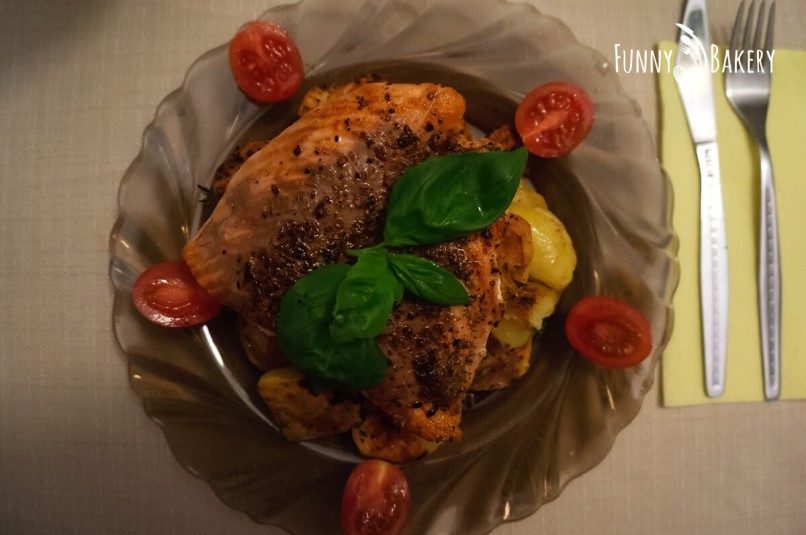 Бързо и лесно меню за Никулден - Печената сьомга на тиган с канапе от сотирани картофи - отгоре