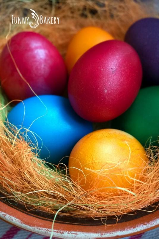 Мини козуначета - боядисани яйца