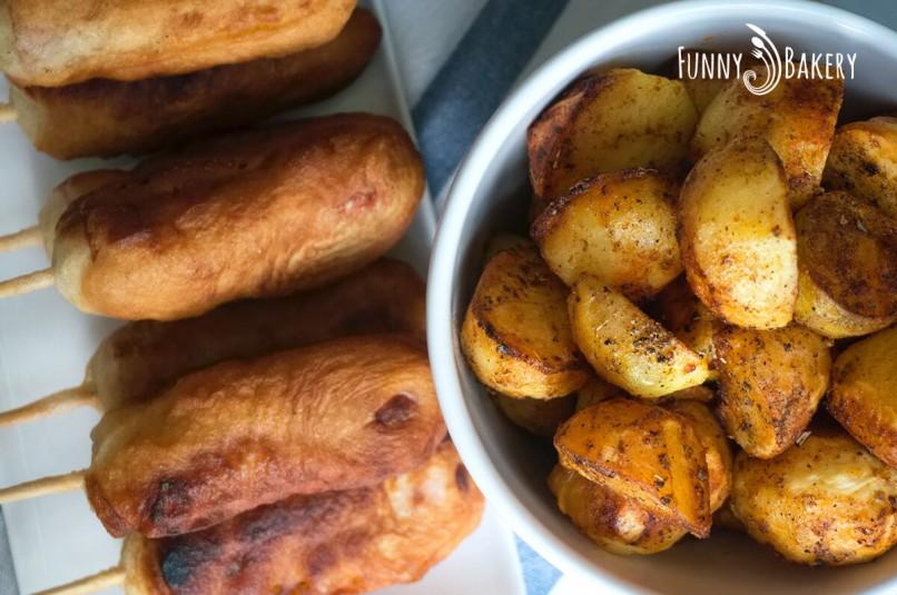 Панирани кренвирши на клечка с пикантни картофи