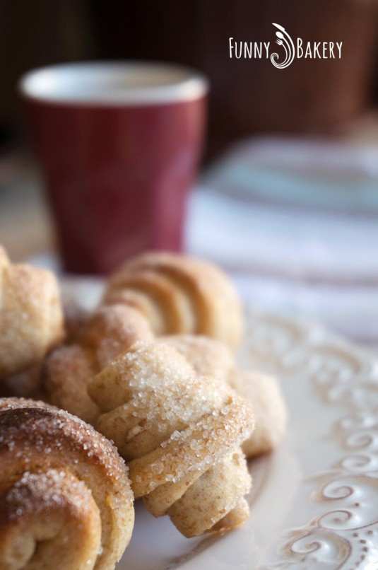 С Надето в кухнята – Пълнозърнести кифлички с ябълков мармалад - 001