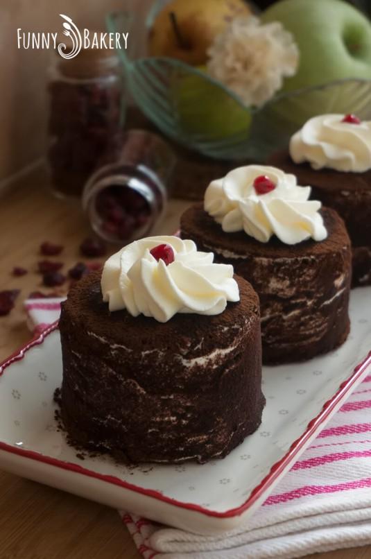 Торта с крем маскарпоне и червени боровинки - вертикална