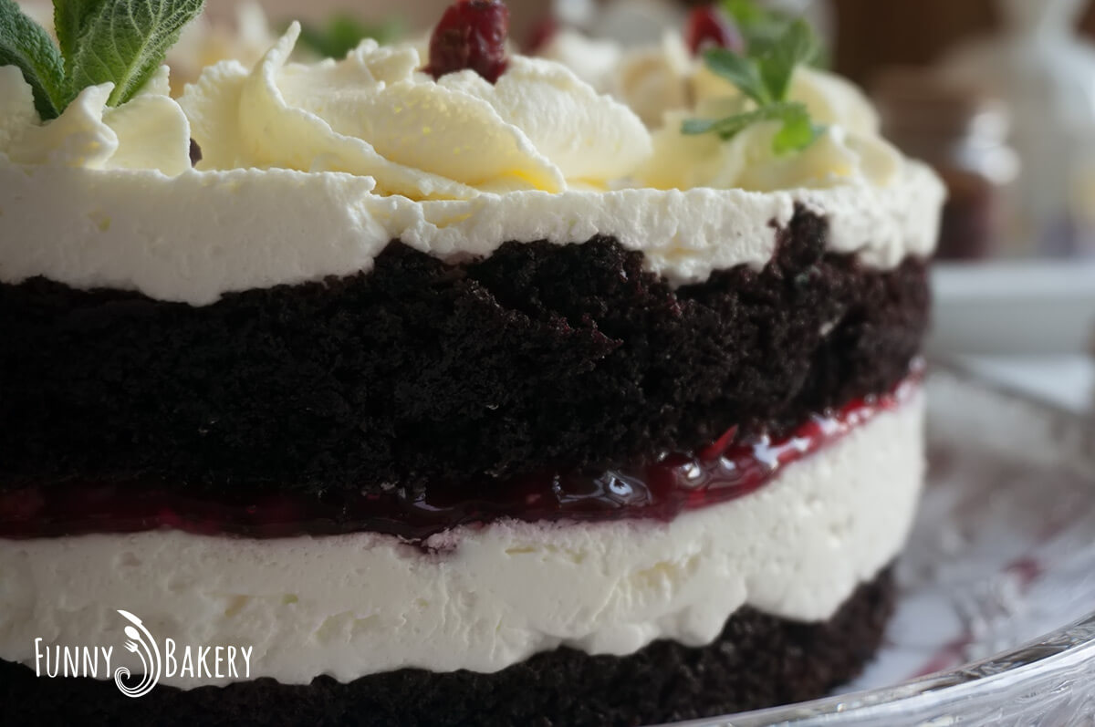 Торта с крем маскарпоне и червени боровинки - голяма