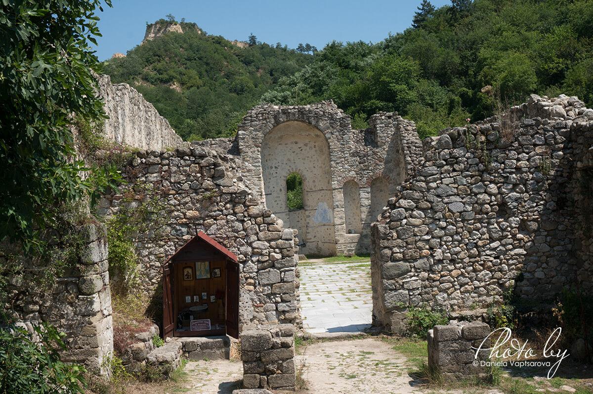 """средновековна църква """"Св. Варвара"""""""