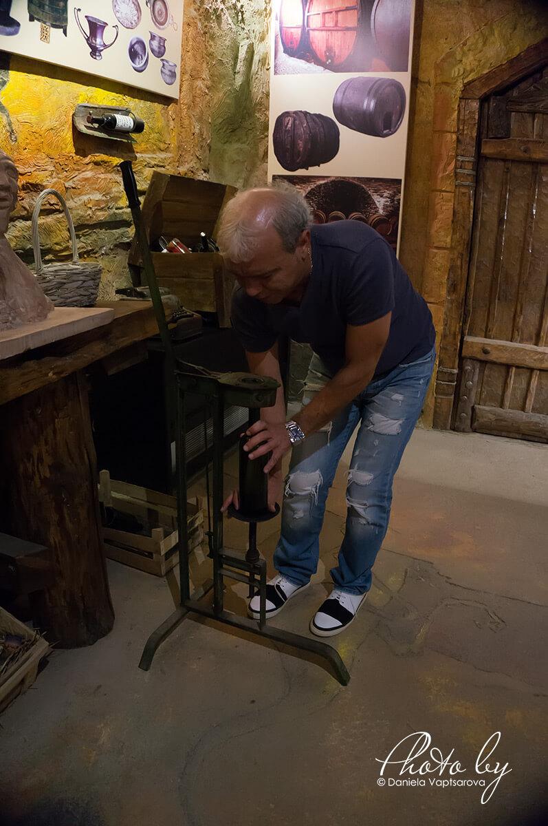 Музей на виното - запечатване на бутилката