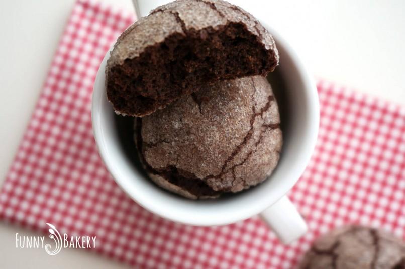 Дребни, напукани шоколадови сладки - отгоре