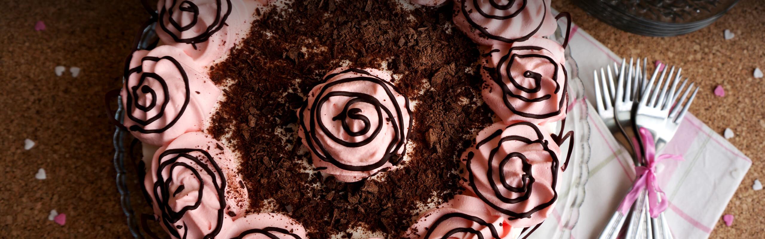 Орехова торта със сладко от черни череши