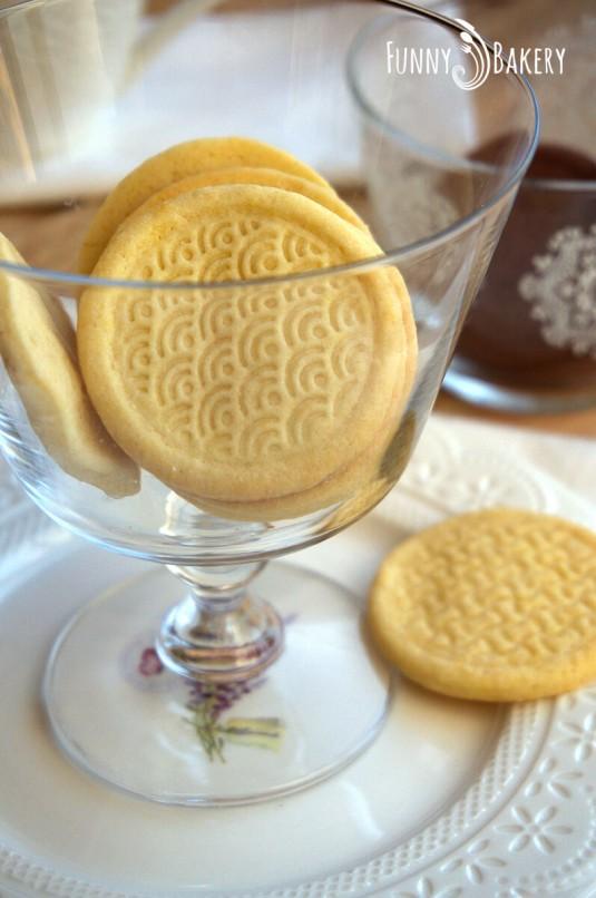 Три вида бисквити – маслени, какаови и орехови_001