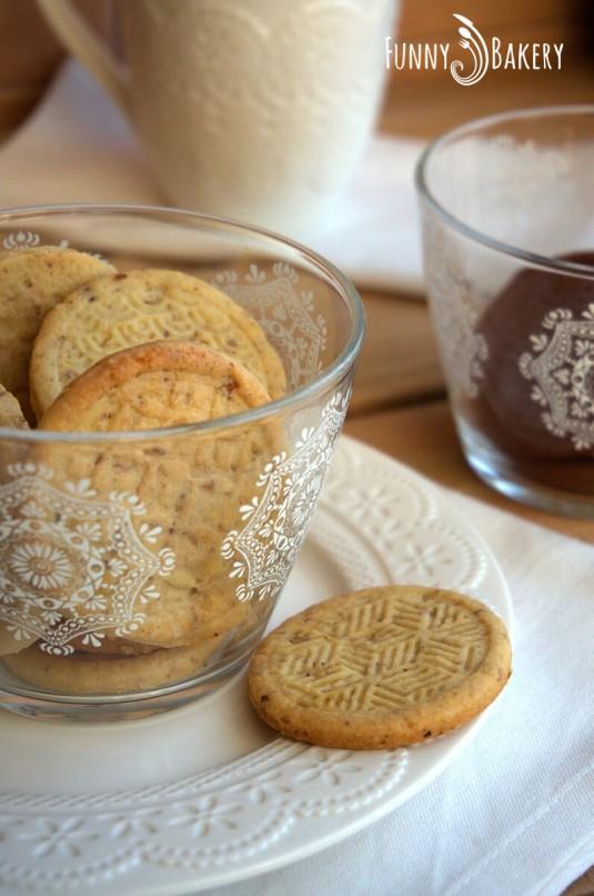 Три вида бисквити – маслени, какаови и орехови_003