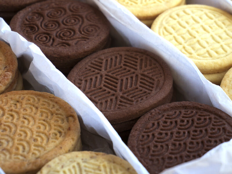 Три вида бисквити – маслени, какаови и орехови - превю