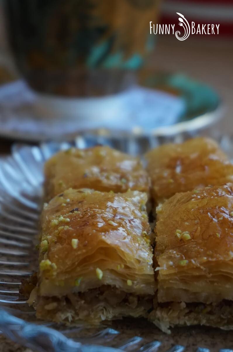 Турска баклава с шам фъстък и орехи 004