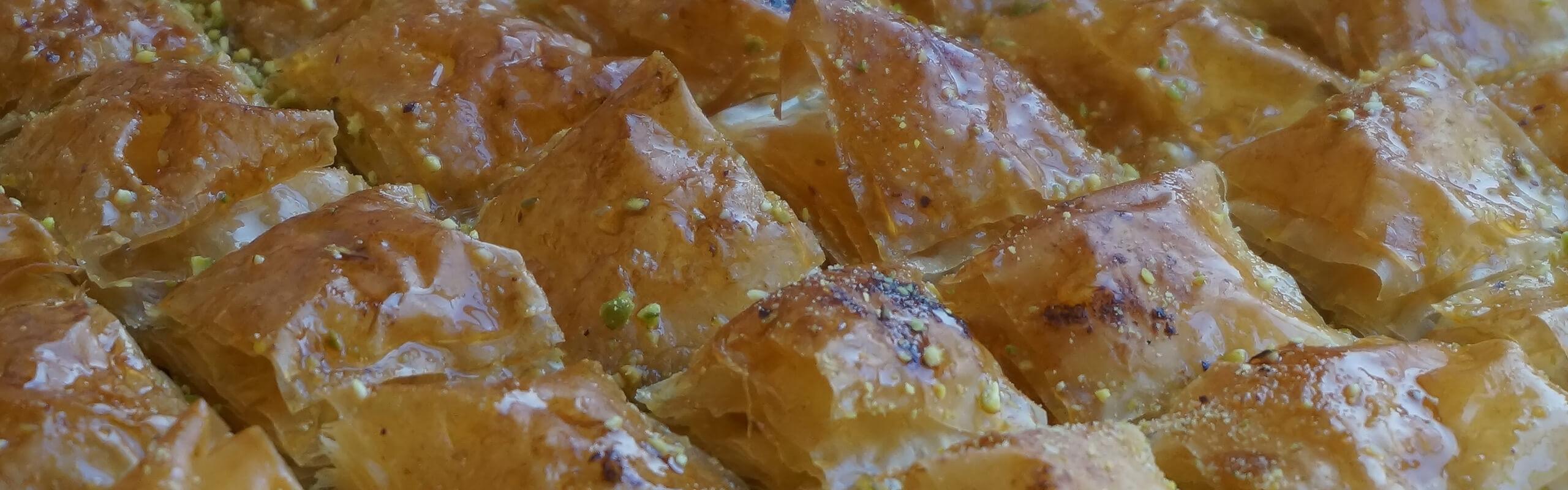 Турска баклава с шам фъстък и орехи