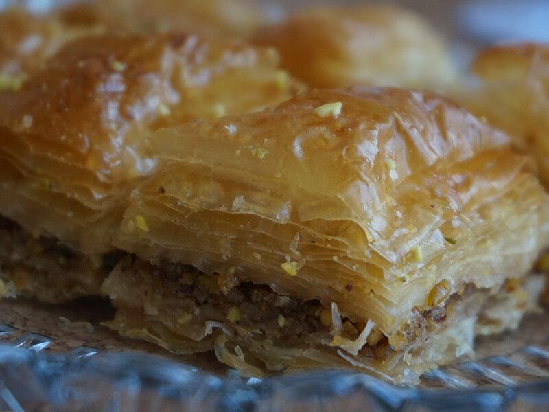 Турска баклава с шам фъстък и орехи превю
