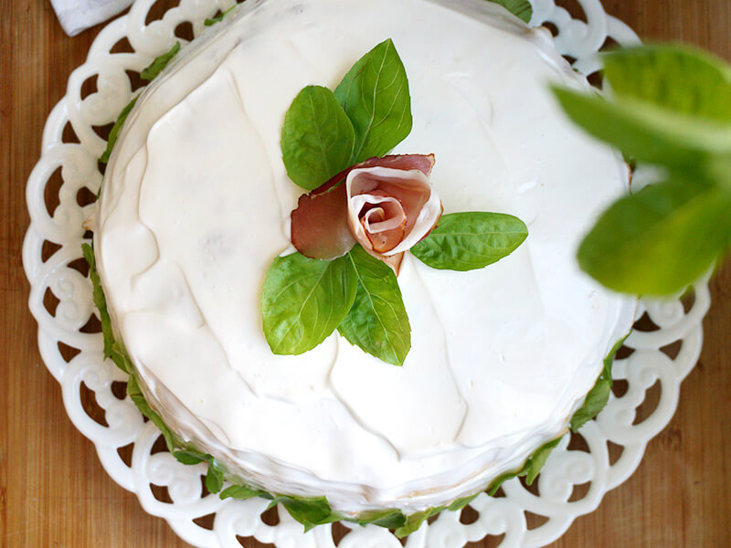 Солена палачинкова торта превю