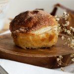 Мини ябълкови пайове с бутер тесто