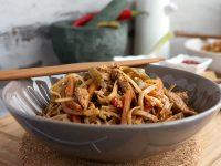 Нудълс в азиатски стил с пилешко и зеленчуци - превю