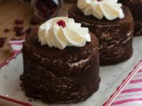 Торта с крем маскарпоне и червени боровинки